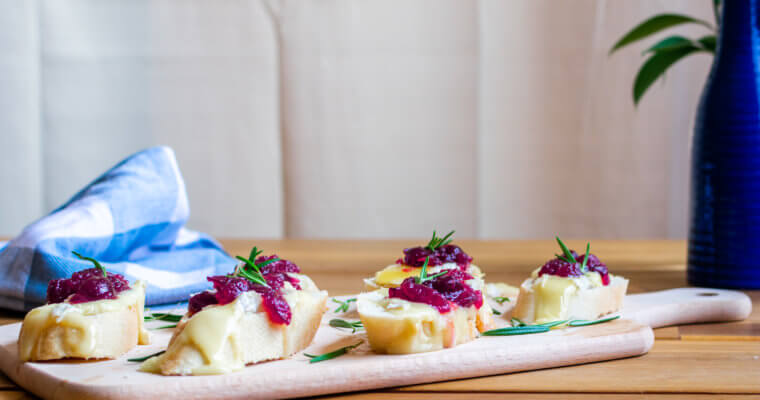 Baked Cranberry Brie Crostini Recipe